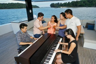 Pianovers enjoying on the flybridge