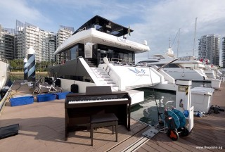 Pianovers Sailaway 2016, Casio CELVIANO AP-460 piano in front of the yacht