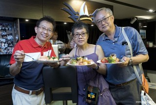 Pianovers Sailaway 2016, Buffet dinner, Lawrence, Siok Hua, and Jing Lin