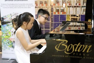 Gareth Ki and Chloe Ki performing Moszkowski's Spanish Dances Op. 12 Nos.1 and 2 - Picture by Steinway Gallery Singapore