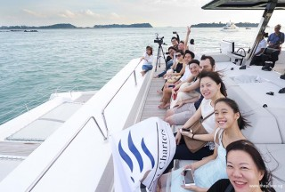 Pianovers Sailaway 2016, Group of Pianovers enjoying the seabreeze