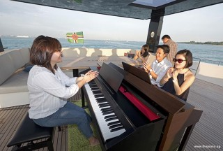 Pianovers Sailaway 2016, Junn, Gregory, and Julia applauding after their playing of a piece