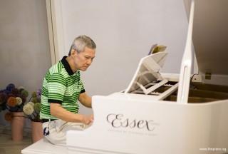 Pianovers Hours, Albert performing #2