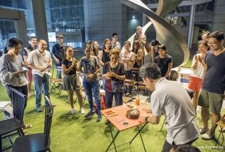Pianovers Meetup #54, Isao cutting birthday cake