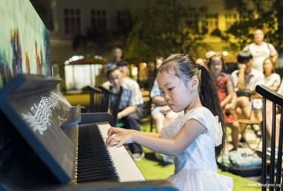Pianovers Meetup #59, Stella performing