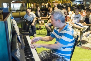 Pianovers Meetup #59, Albert performing