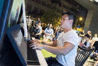 Pianovers Meetup #59, Edward performing