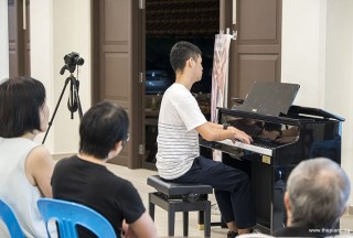 Pianovers Meetup #64, Darren performing