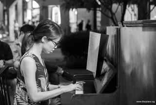 Pianovers Meetup #67, Janice performing