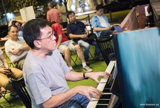 Pianovers Meetup #67, Chris performing
