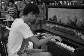 Pianovers Meetup #71, Daryl performing