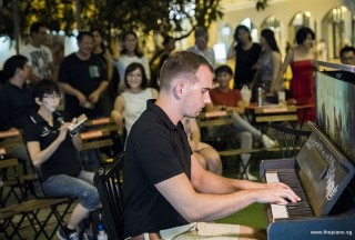 Pianovers Meetup #77, Konrad performing
