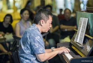 Pianovers Meetup #84, Gavin performing
