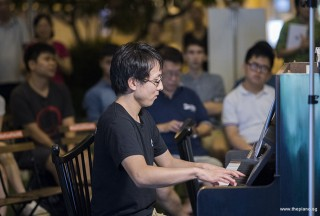 Pianovers Meetup #98, Hiro performing