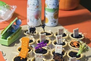 Pianovers Meetup #99 (Halloween Themed), Drinks and cupcakes by Tan Chia Huee