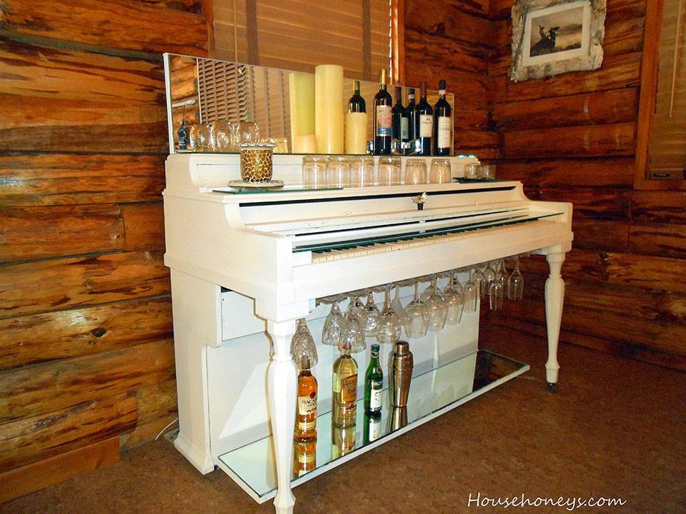 Piano Bar (Photo by HouseHoneys.com)