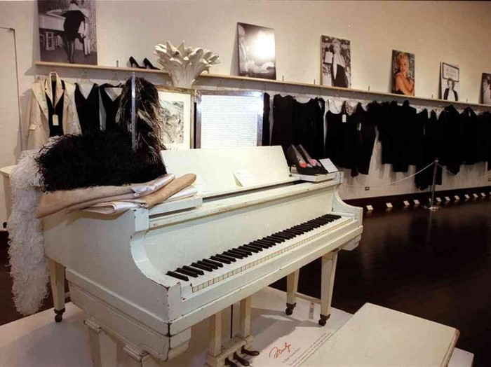 Marilyn Monroe's Baby Grand Piano (Photo by Alux.com)