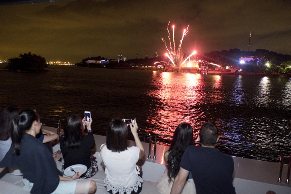 Pianovers watching fireworks
