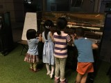 Pianovers Meetup #1, Four children having fun at the piano