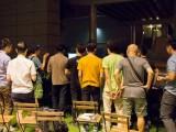 Pianovers Meetup #7, Pianovers crowding at the piano