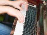 Pianovers Meetup #9, Artistic view of 2 hands playing the piano keyboard