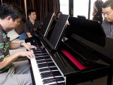 Pianovers Sailaway 2016, Zensen, and Jerome playing the piano in the saloon