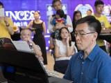 Pianovers Meetup #19, Chris Khoo performing