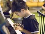 Pianovers Meetup #24, Isaac performing