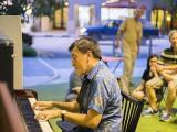 Pianovers Meetup #41, Chris performing