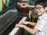 Pianovers Moments #1, Asher performing