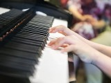 Pianovers Meetup #70, Close-up of Jovan playing