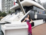 Pianovers Sailaway #2, Christina with piano