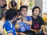 Pianovers Meetup #87, Chris Khoo offering pineapple tarts to Kenneth Guan