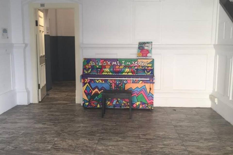 Upright Piano outside Timbre