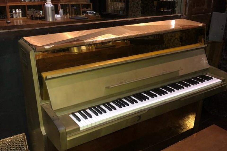 Upright Piano in Sifr Aromatics