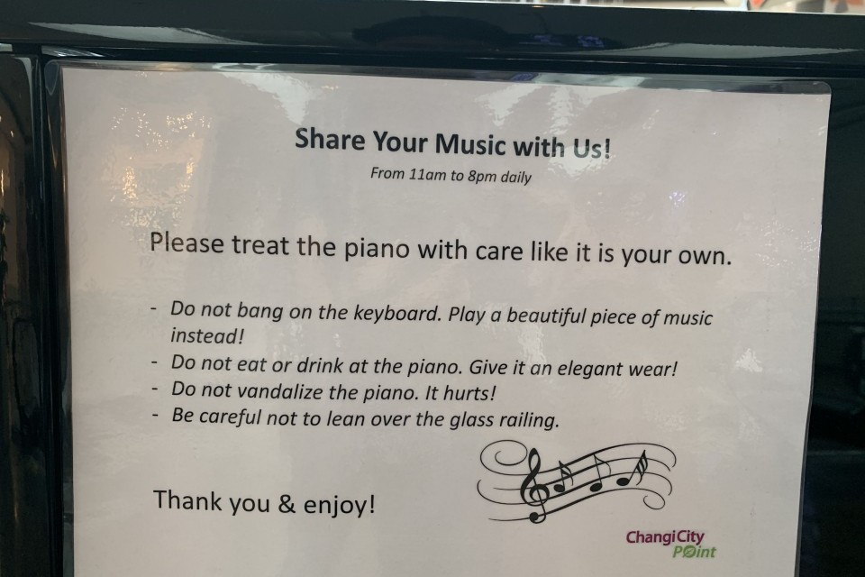 Notice on the piano