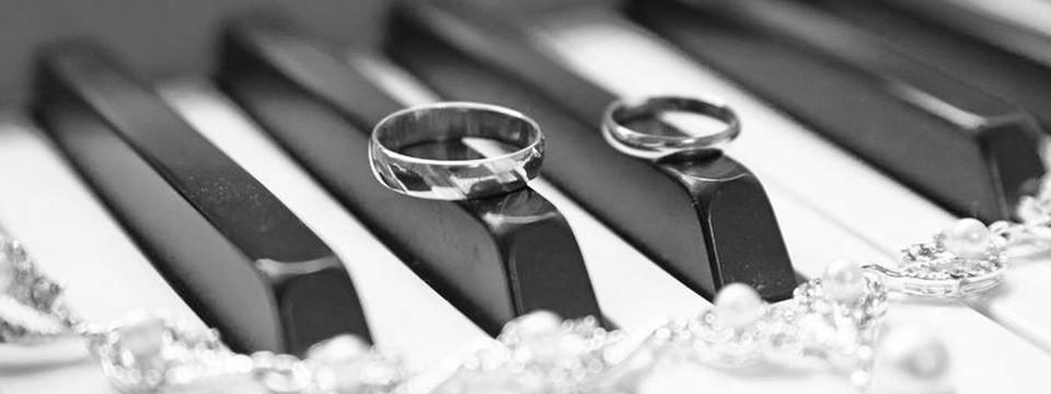piano and wedding rings