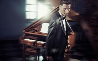 handsome pianist