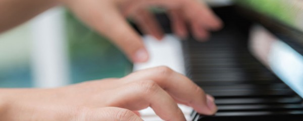 How To Correct The Hand's Posture During The Piano Lessons