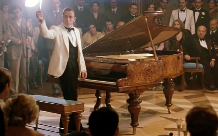 The Piano Duel in the Legend of 1900