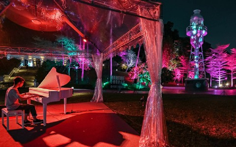 Grand Piano at Raffles Terrace, Fort Canning Park - i Light Singapore 2019