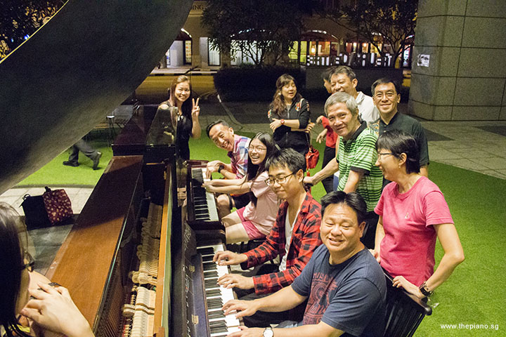 Pianovers jamming in Pianovers Meetup